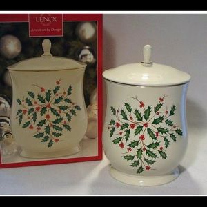 LENOX HOLIDAY COOKIE JAR HOLLY RED BERRIES New